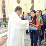 Jovens e adultos encontram o valor da Eucaristia nas paróquias e santuários marianos.